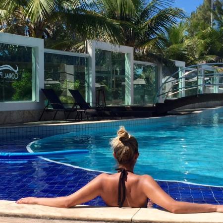 Eu na piscina foto de coral plaza natal tripadvisor for Caillou na piscina