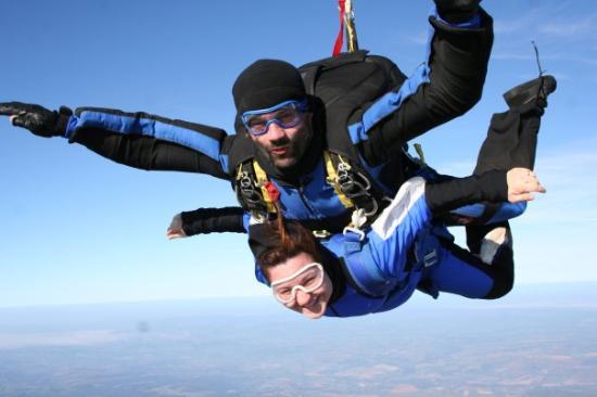 Champforgeuil, France: baptemes de chute libre en parachute biplace