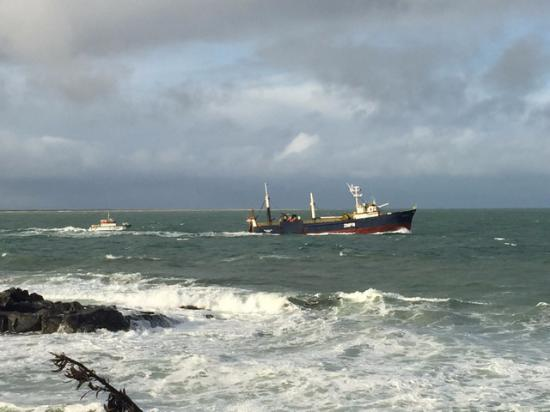 Bluff, Nueva Zelanda: Tankers navigating the really choppy waters