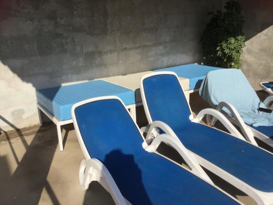 Lozica, Kroatien: Comfortable sun deck.
