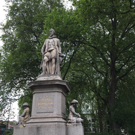 Sir Hugh Myddelton Statue