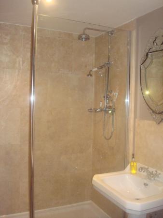 Kirkby Fleetham, UK: Shergar bathroom