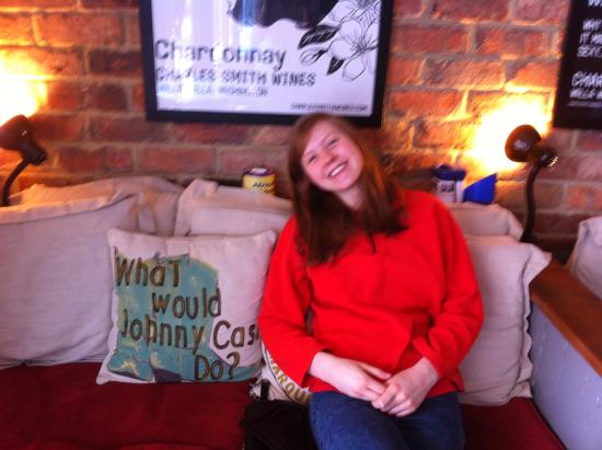 Witney, UK: Comfy sofa by the window