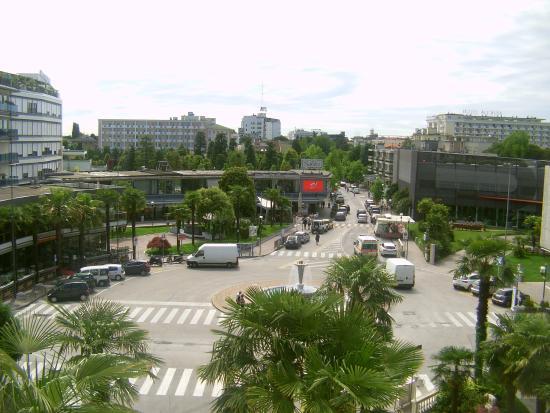 Αμπάνο Τέρμε, Ιταλία: view of piazza from room