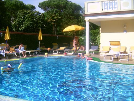 Αμπάνο Τέρμε, Ιταλία: Outside pool