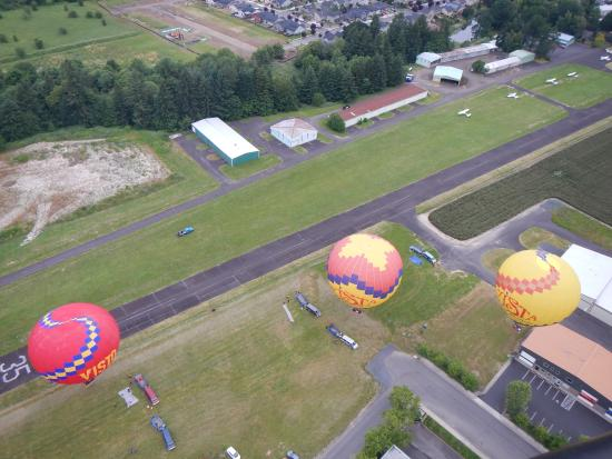 Νιούμπεργκ, Όρεγκον: From the basket of Ridge Runner looking down on the launch site in Newberg, Oregon