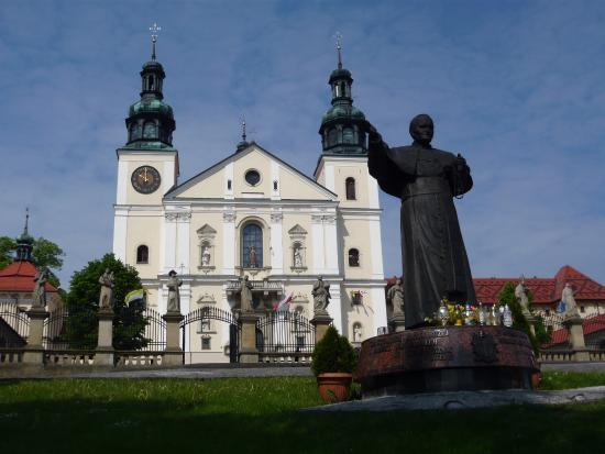 Kalwaria Zebrzydowska, Polandia: Pope John Paul in the forecourt