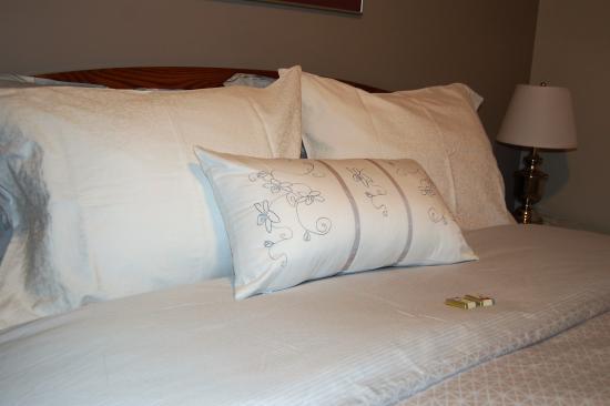 Arbor Bed and Breakfast: Queen Bedroom