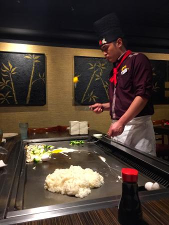 Tomo Hibachi: Chef flipping an egg