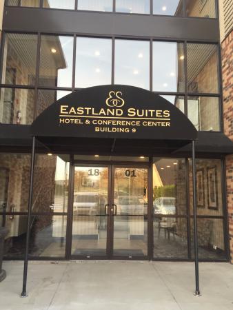 Eastland Suites Hotel & Conference Center: Entrance