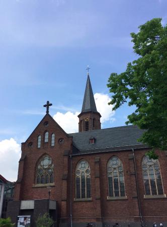 Hilden, Alemania: Igreja e torre