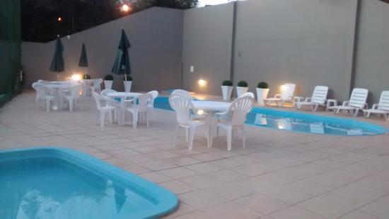 Jaguariaiva, PR: Uma piscina para adultos e uma para crianças.