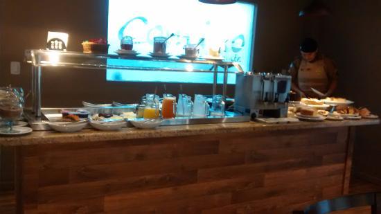 Jaguariaiva, PR: Café da manhã com uma grande variedade.
