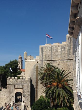 Dubrovnik Bed and Breakfast: View from balcony of Ploce Gate