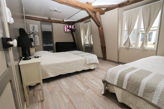 la vieille france chambre spacieuse 35m2 etou familiale comprenant bureau chambre
