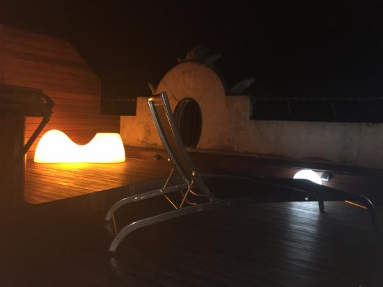 Petit Palace Museum Hotel: 4th floor terrace at night
