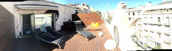 Petit Palace Museum Hotel: panoramic view of the terrace with hot tub