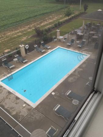 Mount Olive, นอร์ทแคโรไลนา: The pool and BBQ area from our room.