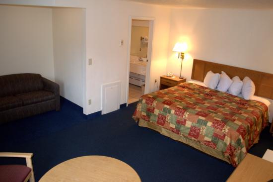 Budget Host Inn: Standard, Multiple Beds