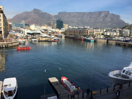 Victoria & Alfred Hotel: View of Table Mtn & harbor from Room 233