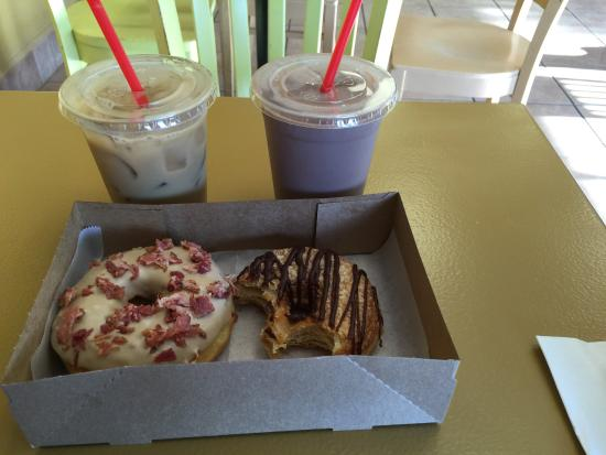 Yucaipa, Californië: Coconut coffee and chocolate milk on tap and maple bacon donut and a chocolate cronut
