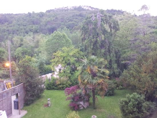 Val d'aleth: Luscious green backdrop from room