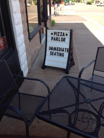 The Pizza Parlor: photo1.jpg