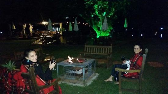 Rifaina, SP: Local com fogueira ao ar livre.