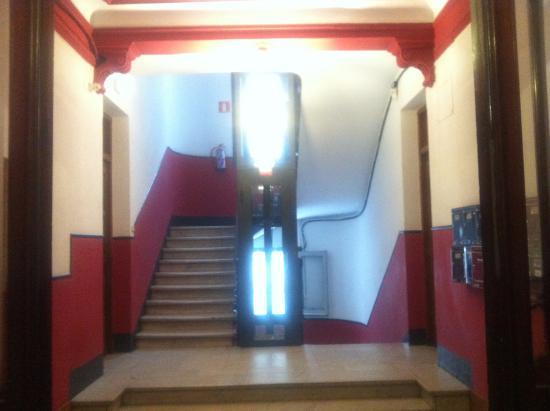 Hostal Luz: ground floor after entering the main floor