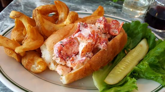 The Anchorage at Sunapee Harbor: Lobster roll