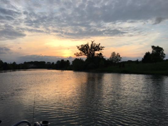 Henry, IL: sunset on lake