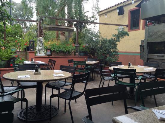 Charming La Grande Orange Cafe: Patio
