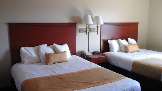 Ladysmith Motel and Suites: ROOM