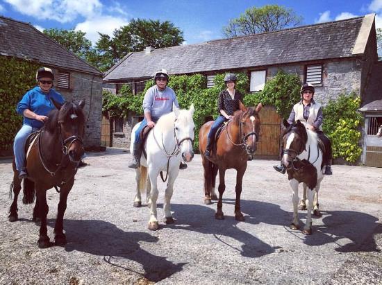 Quin, أيرلندا: The horseback riding crew!