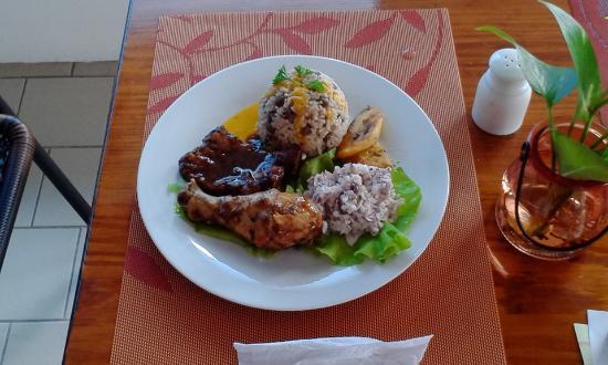 Newcastle, Nevis: Sunday ribs at Joe Nevis