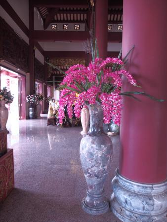 Beautiful Huge Vases Of Flowers Everywhere Picture Of Lady Buddha