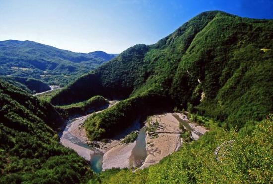 Elefante del Trebbia, curiosa formazione montuosa, appena sotto Cerignale, che fa capo al comple