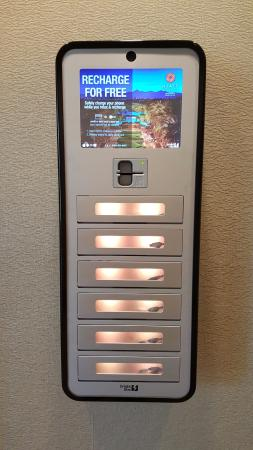 Hyatt Regency Scottsdale Resort And Spa At Gainey Ranch: Free Cell Phone  Charging Stations!