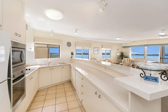 Riviere on Golden Beach: 3 bedroom kitchen