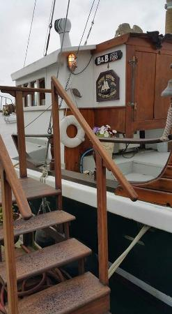 Wharfside Bed and Breakfast Aboard the Slowseason: Entrance to the Slow Season
