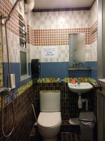 Comfort Hostel HK: the bigger (not that big) bathroom with broken toilet