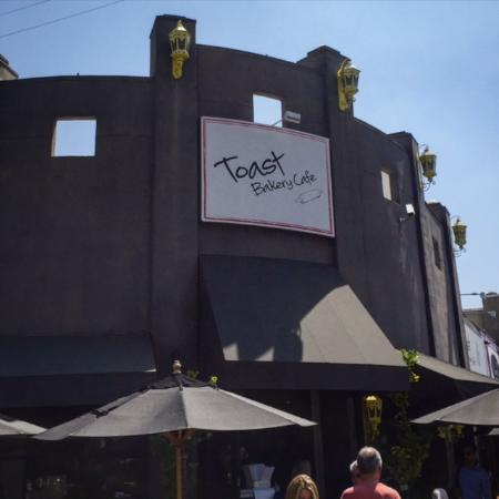 Beverly Hills, CA: The locals love Toast Bakery Cafe restaurant for brunch in Hollywood, Los Angeles.