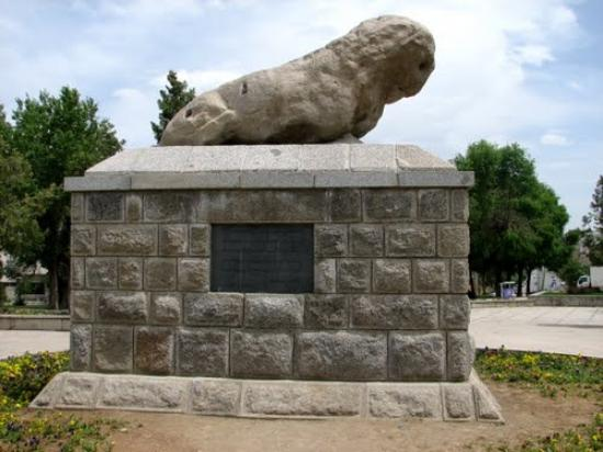 Hamadan, Iran: Sang-e Shir (Stony Lion Statue)