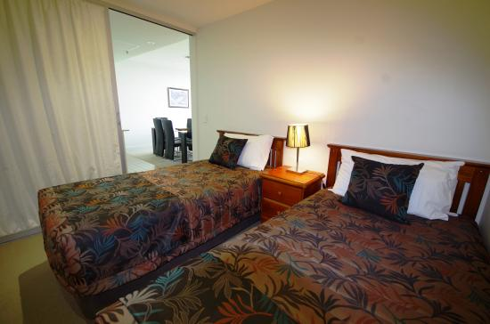 Ensenada Motor Inn and Suites: Oceanview - 2nd bedroom