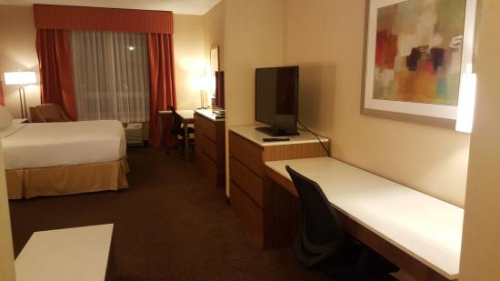 Holiday Inn Express Hotel Suites Calgary Nw Banff Trail It S Better To Be