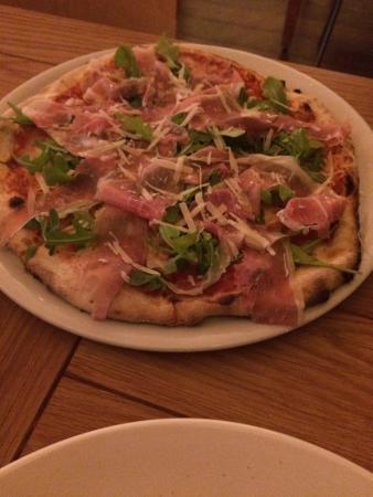 Rothbury, Australia: Rocket & Prosciutto Pizza