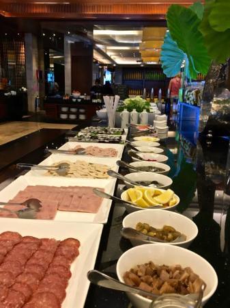 JW Marriott Khao Lak Resort & Spa: breakfast