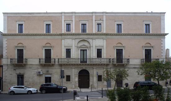Rutigliano, Italy: Facciata Palazzo Settanni