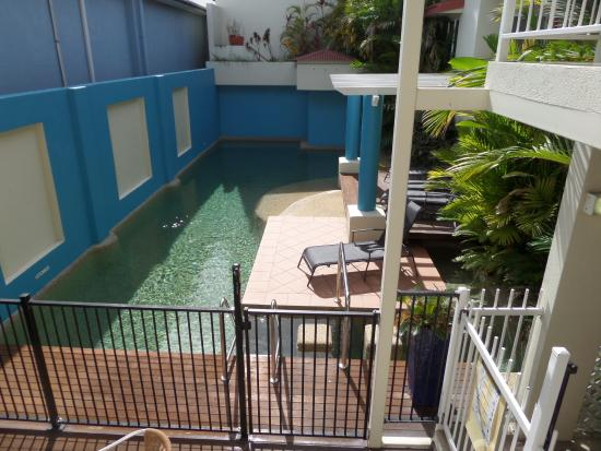 Macrossan House Boutique Holiday apartments : Pool area