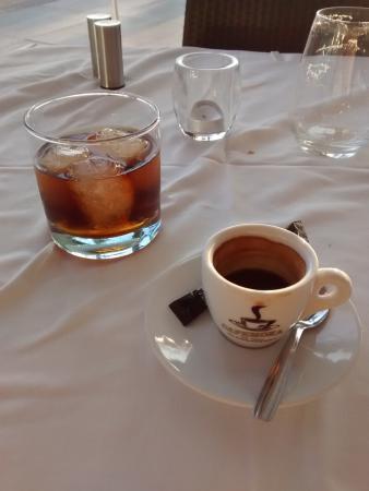 Toro Muelle Uno: Lekkere koffie en een heerlijke rum bij zonsondergang
